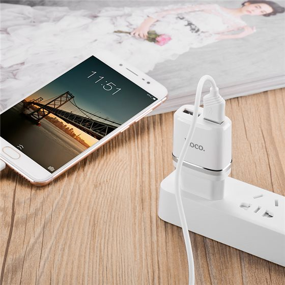 c12-smart-dual-usb-charger-charging